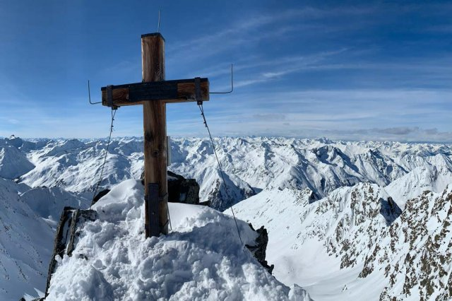 Hotel Seppl | Cross on the summit of the K2